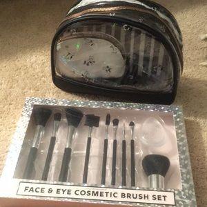 Makeup bags & brushes. Nwot